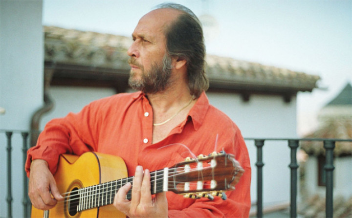 Paco De Lucia mit Gitarre