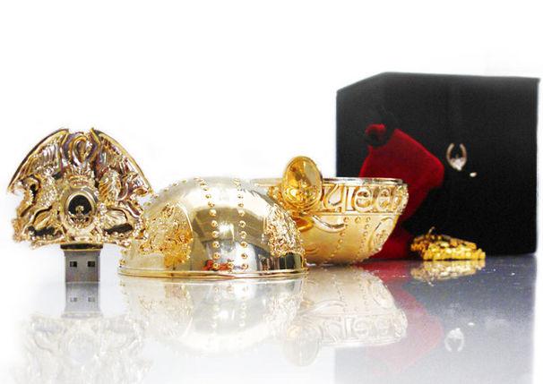 Queen, Reichsapfel und Roadie-Case: Queen rocken mit Rubrik-Sammlerstücken