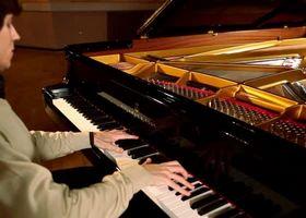 Rafal Blechacz, Szymanowski - Sonata in C minor - 3. Tempo di Minuetto
