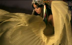 Aura, Geronimo: Das Video zum Nummer 1 Hit hier ansehen