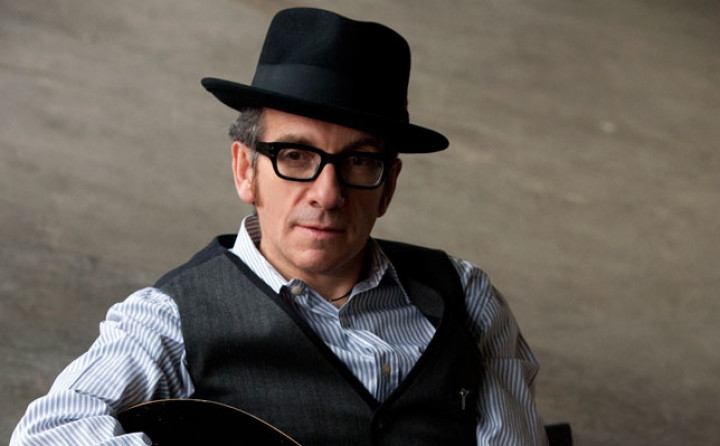 Elvis Costello Kuenstlerbild c James O'Mara