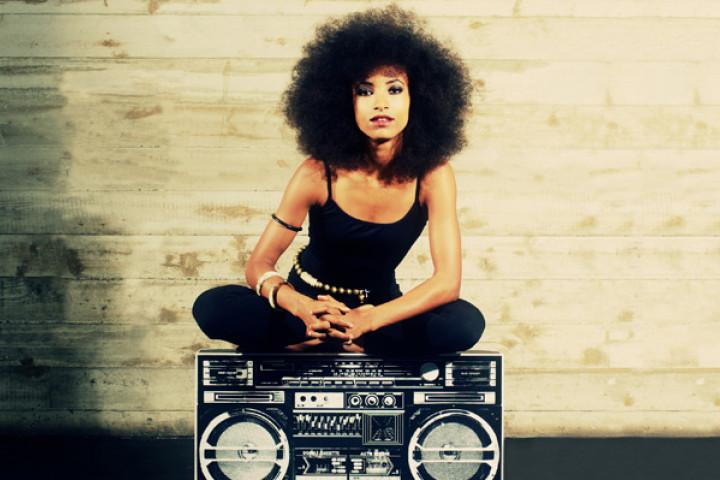 Esperanza Spalding. Cover-Motiv ihres Albums Radio Music Society