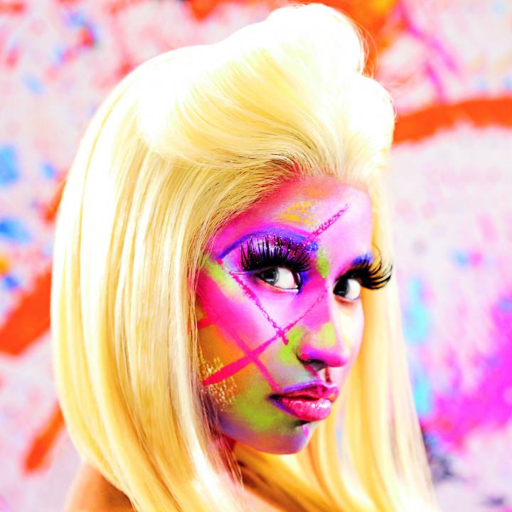 Nicki Minaj Pressebild 06 2012