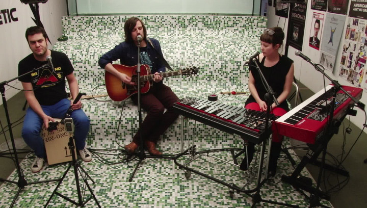 "Live & Acoustic ""I'm A Bird"""