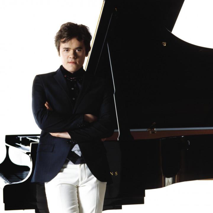 Benjamin Grosvenor, c Decca/Sussie Ahlburg