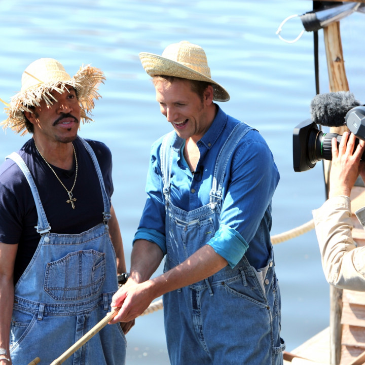 Lionel Richie angelt beim Frühstücksfernsehen 6 2012