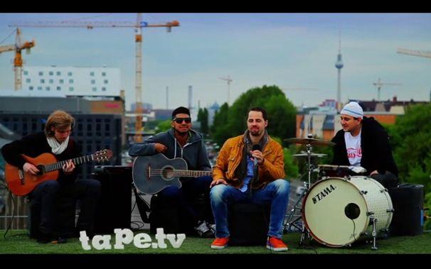 Mic Donet, Auf den Dächern Berlins: Seht Mic Donets Auftritt bei tape.tv