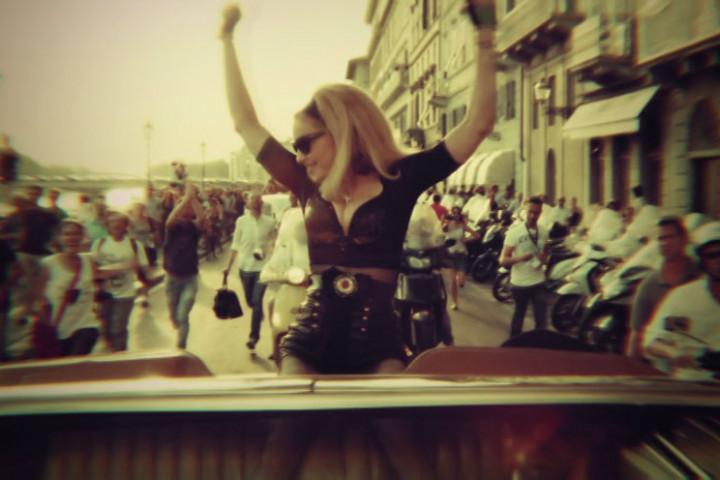 Madonna Videostill Turn up the radio 3