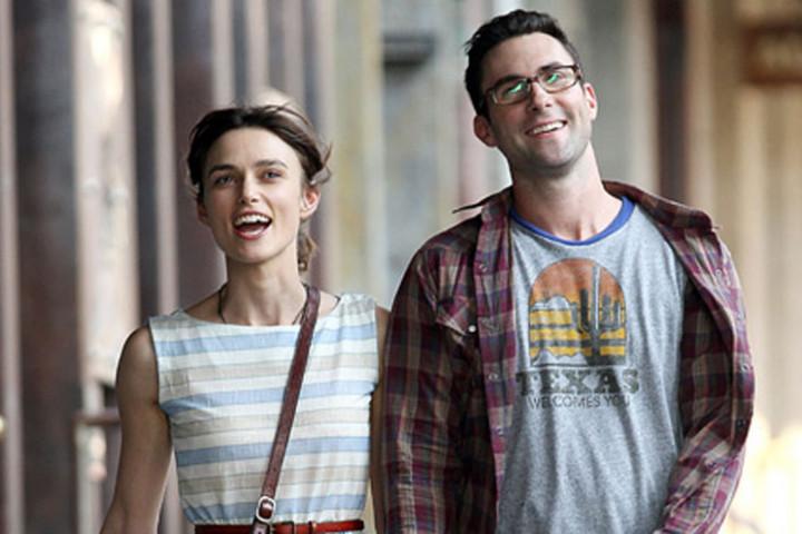 Adam Levine und Keira Kneightley am Set in NY bei Dreharbeiten