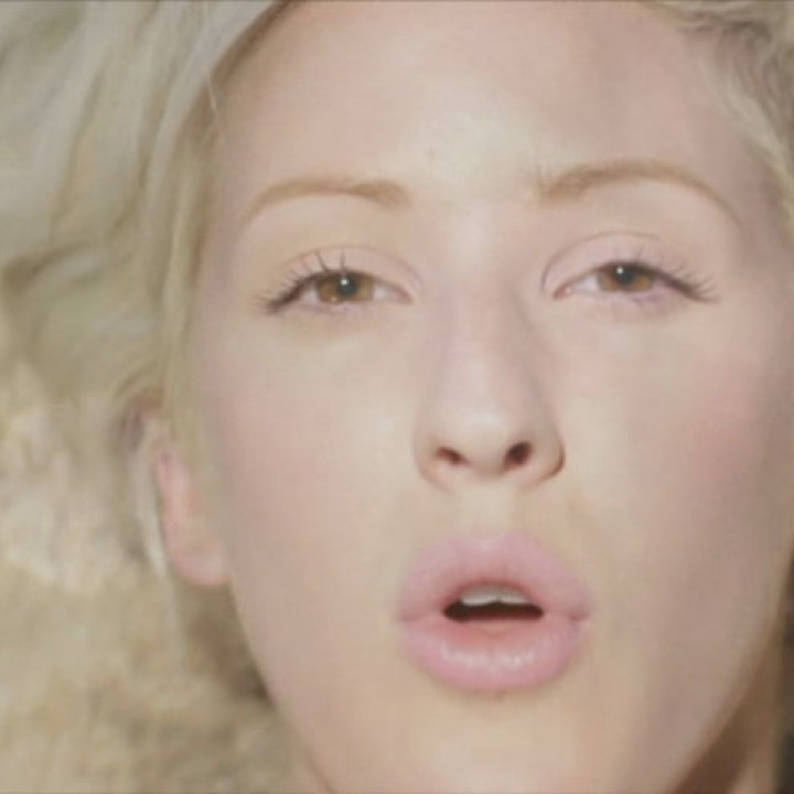 Ellie Goulding Videostill Hanging On 5