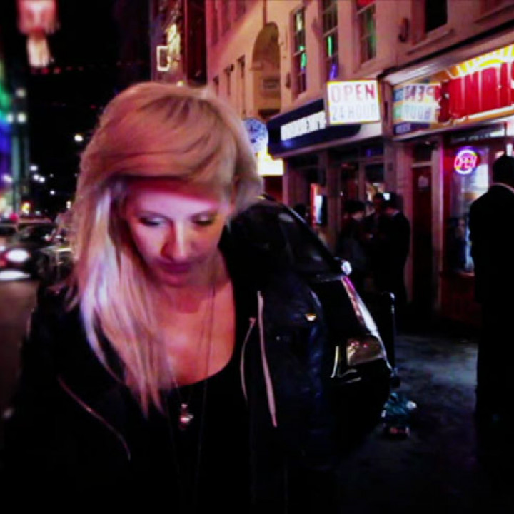 Ellie Goulding Videostill Hanging On 8