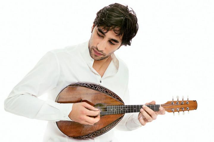 Avi Avital mit Mandoline