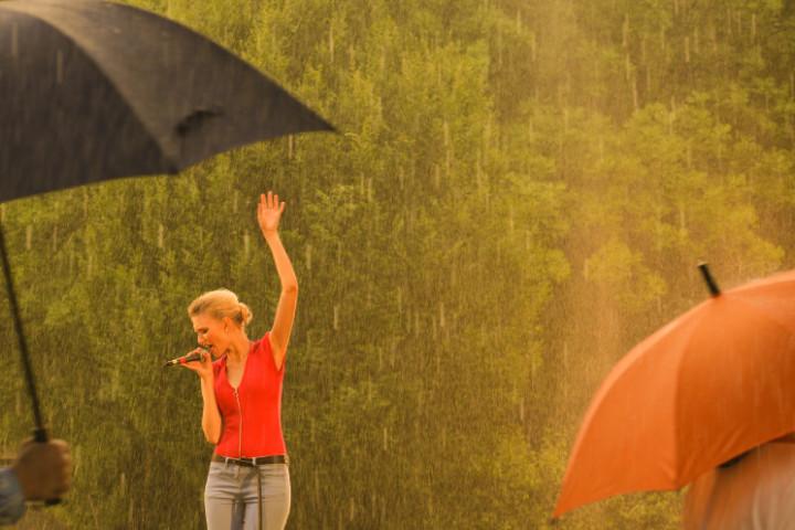 Glasperlenspiel Tanzen im Regen