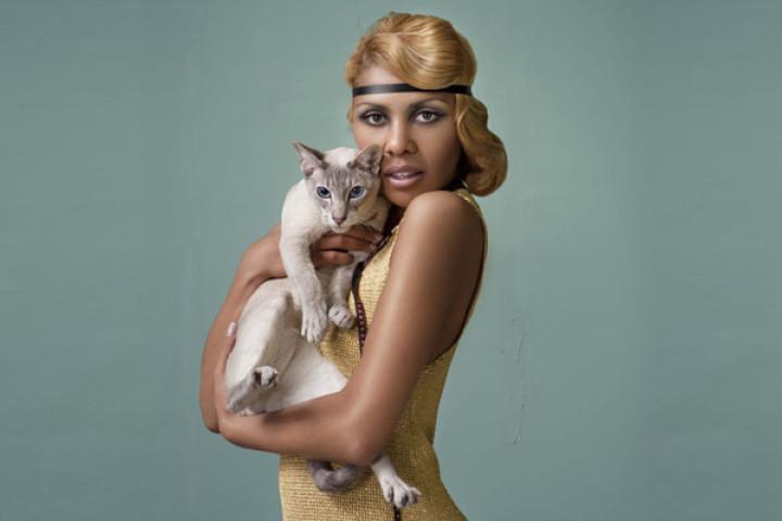 Alice Francis mit Katze