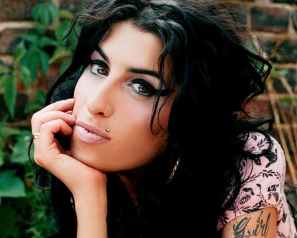 Amy Winehouse, Hilft ihrem Daddy auf die Schwünge