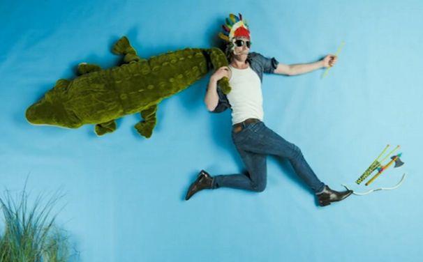 Mobilée, Dreht euren Lay Down Here-Clip und gewinnt das Krokodil von Mobilée