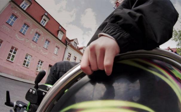 Klee, Klee und Sandra Mikolaschek präsentieren Clip zu Nimm dein Leben in die Hand