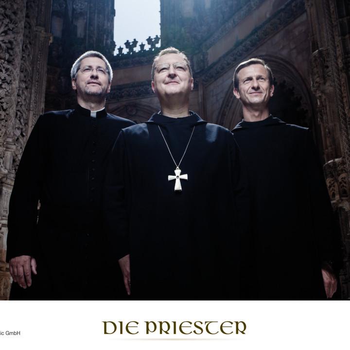 Die Priester Pressebilder 2012 − 1