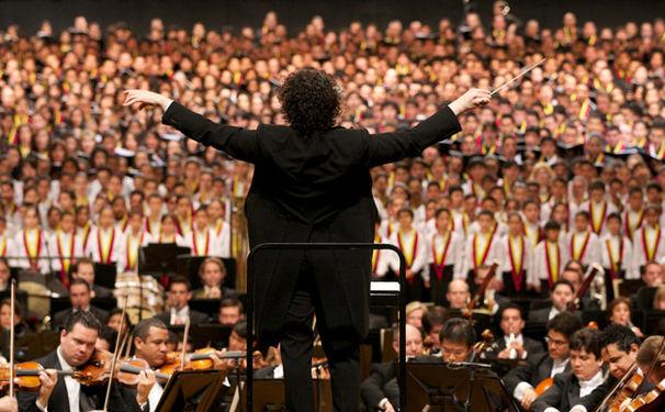 Gustavo Dudamel, Symphonie der Tausend