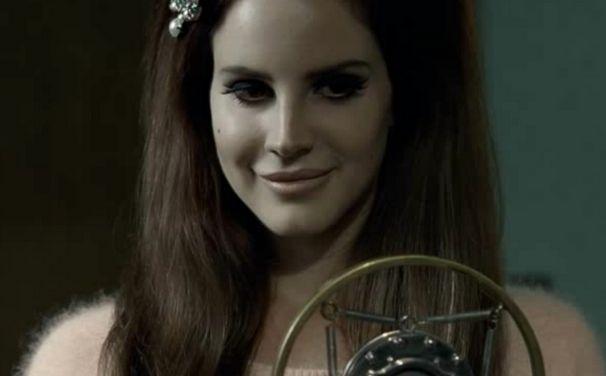 Lana Del Rey, Blue Velvet-Video und viele Fotos: Checkt Lana Del Rey bei H&M