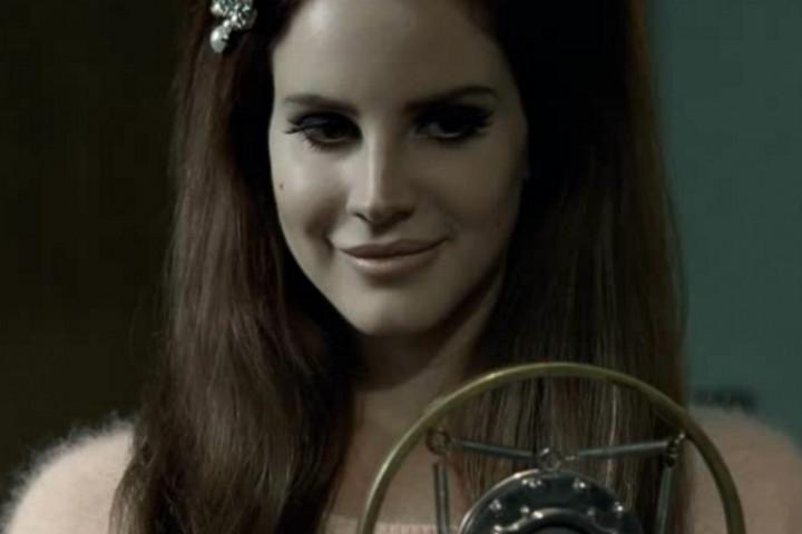 Lana Del Rey Blue Velvet