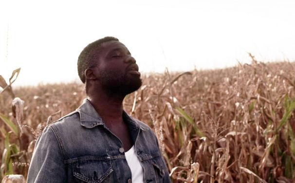 Chima, Ausflug ins Blaue: Seht das Video zu Chimas neuer Single