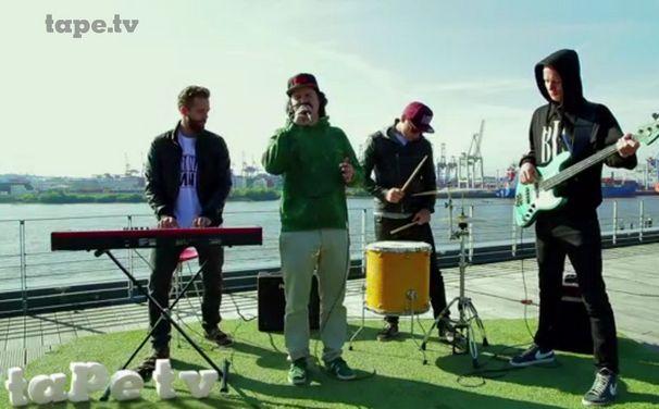 Lukas Graham, Lukas Graham Auf den Dächern: Seht hier den Auftritt bei tape.tv