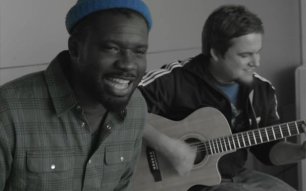 Chima, Unplugged: Chima präsentiert seinen Hit Morgen bei Freshmilk.tv