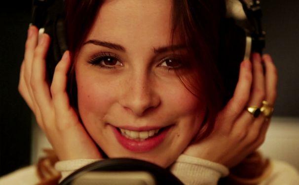 Lena, Lena steuert Song für Giraffenaffen Compilation bei: Seht hier das Video