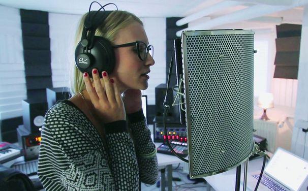 Glasperlenspiel, Glasperlenspiel steuern Song für Giraffenaffen Compilation bei: Seht hier das Video