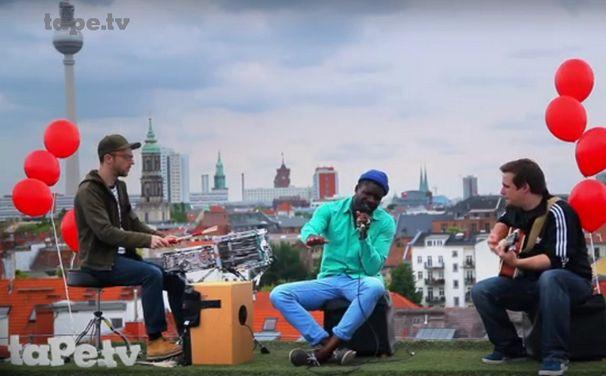 Chima, Auf den Dächern Berlins: Seht Chima unplugged bei tape.tv