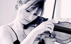 Lisa Batiashvili, Lisa Batiashvili stellt auf ihrer neuen Aufnahme Werke von Johannes Brahms und Clara Schumann vor