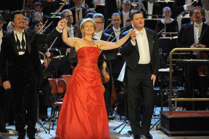 Piotr Beczala, Ingeborg Schöpf und Christian Thielemann bei der Operettengala aus der Dresdener Semperoper