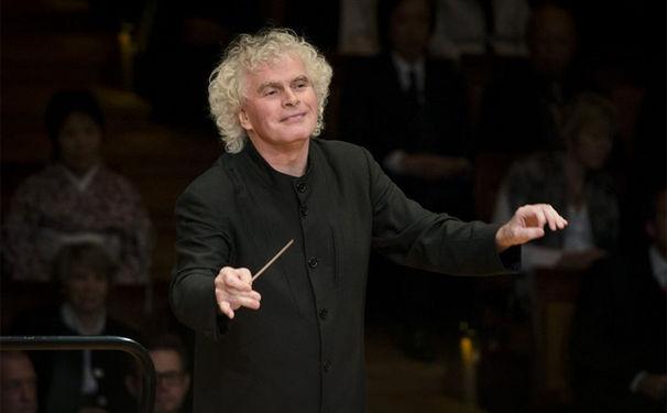 Die Berliner Philharmoniker, Sir Simon Rattle beendet mit Ablauf seines Vertrages seine Amtszeit als Chefdirigent der Berliner Philharmoniker in fünf Jahren im Sommer 2018