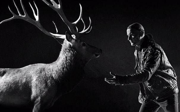 Die Orsons, Video: Woodkid spricht über das Video Lagerhalle von den Orsons