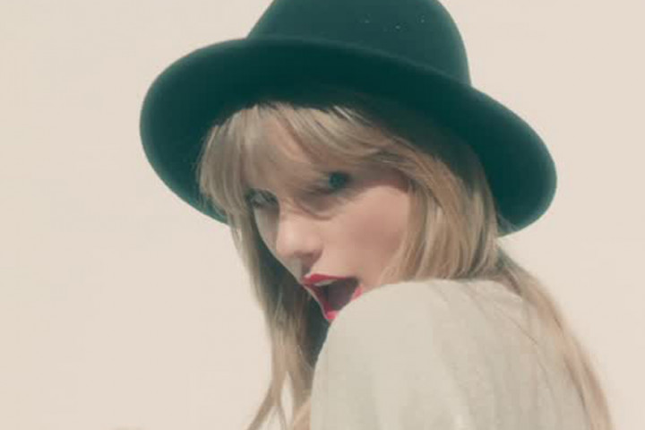 "Taylor Swift ""22"""