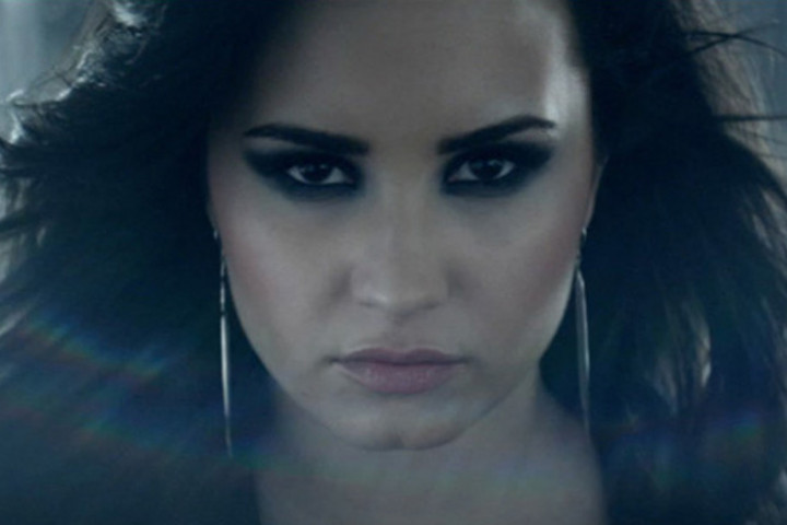 Demi Lovato Heart Attack Videopremiere