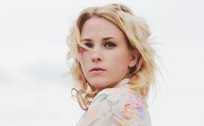 Emma Louise, 17. Mai: Emma Louise veröffentlicht ihr neues Album Vs Head Vs Heart