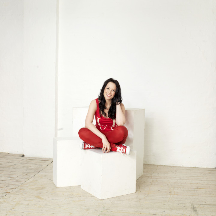 Anna singt Rot – Pressefotos 2013 − 2