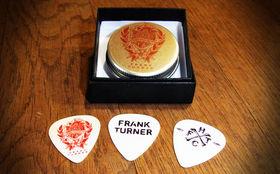 Frank Turner, Gewinnt Frank Turner Plektren im hübschen Tape Deck Heart-Design