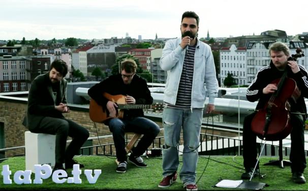 Fayzen, Auf den Dächern Berlins: Seht Fayzen unplugged bei tape.tv