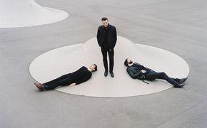 White Lies, Brit Rhtyhm Kampagne: White Lies spielen live für Burberry