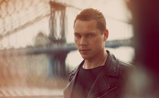 Tiesto, Tiësto veröffentlicht seine erste Singleauskopplung Take Me feat. Kyler England