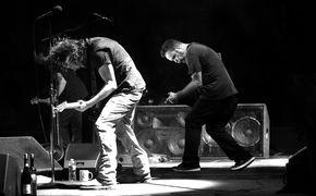 Pearl Jam, Hört schon jetzt das Album Lightning Bolt von Pearl Jam auf iTunes
