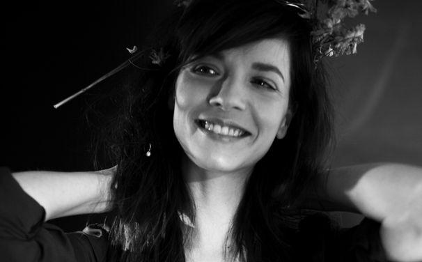 Laura Jansen, Laura Jansen meldet sich mit dem Video zu Queen of Elba zurück
