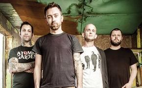 Rise Against, Auf Tour und engagiert für den guten Zweck: Rise Against live in Deutschland und den USA