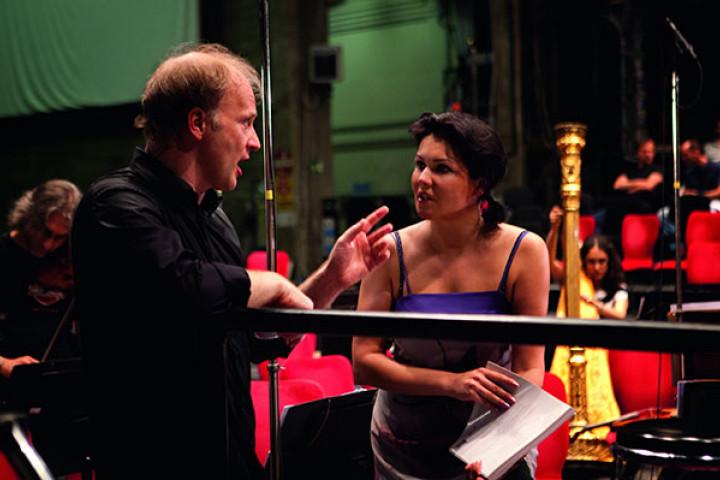 Anna Netrebko mit dem Dirigent Gianandrea Noseda