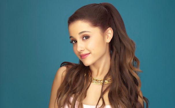 Ariana Grande, Ariana Grande präsentiert Debütalbum Yours Truly und ein neues Video