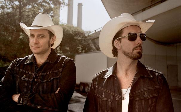 The BossHoss, TV-Tipp: Erlebt The BossHoss am 6. Dezember bei der Rockumentary Under Their Skin in Sat1