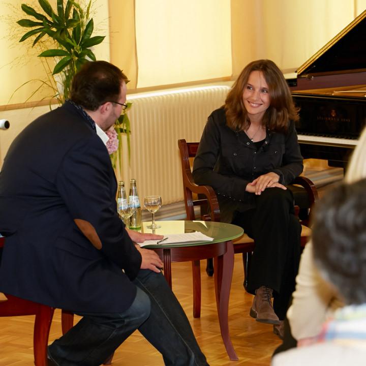 Hélène Grimaud präsentiert Ihr neues Brahms-Album in der Klavierfabrik von Steinway & Sons und in der Laeiszhalle.